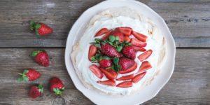 vegan-meat-seafood-flavors-Rustic Pavlova Cake 2